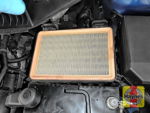 Illustration of step: Air filter in position - step 4