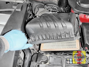 Illustration of step: Carefully lift the air filter body - step 5