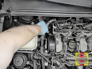 Illustration of step: General location of the oil filter - step 11