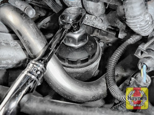 Illustration of step: Using a 32mm filter wrench socket, fit the tool securely onto the oil filter housing - step 5