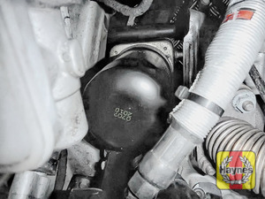 Illustration of step: Using an oil filter wrench, unscrew the filter anti-clockwise and remove the old oil filter - step 3