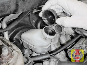Illustration of step: If the level needs topping up - WEARING GLOVES - Carefully open the cap, have a paper towel ready to catch any drips as brake fluid is corrosive! Now securely replace and tighten the cap - step 4