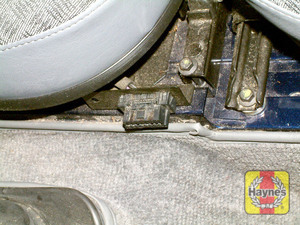 Illustration of step: The diagnostic socket is located between the front seats - step 2