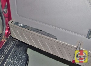 Illustration of step:  The spare wheel is bolted to the tailgate - Changing the wheel - step 3