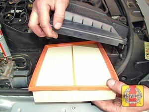 Illustration of step:  Fit the new air filter element  - step 7