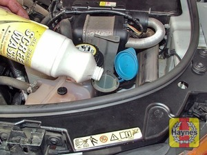 Illustration of step:  When topping-up, add a screenwash additive in the quantities recommended by the manufacturer - Screen washer fluid level - step 43