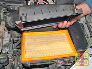 Illustration of step:  Note how the air filter element is fitted  - step 7
