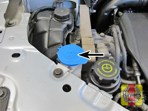 Illustration of step:  Open the windscreen/headlight washer fluid reservoir cap  - Screen/headlight washer fluid level - step 42