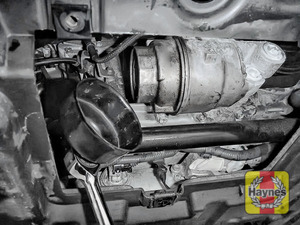 Illustration of step: Using a 64/14F filter wrench socket, fit the tool securely onto the oil filter housing - step 6