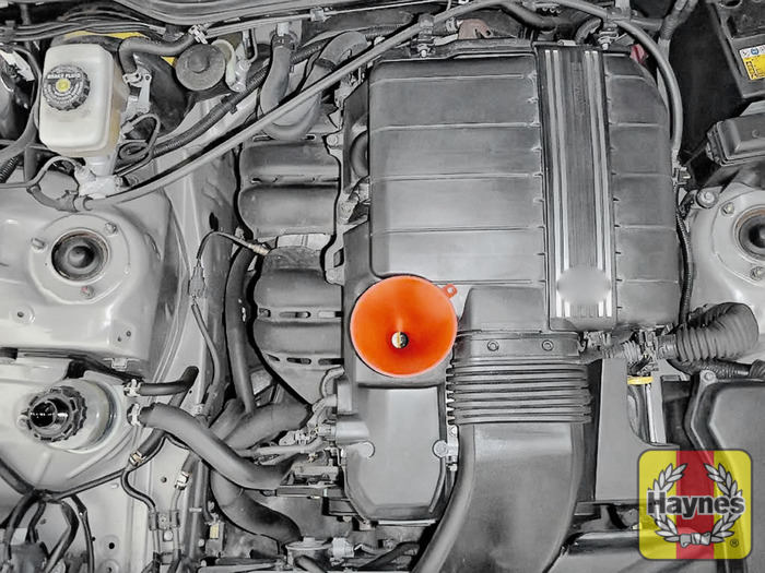 Lexus IS (1999 - 2005) 200 - Oil filter change - Haynes Publishing