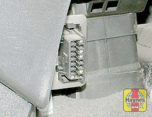 Illustration of step: The diagnostic socket is located under the driver's side of the fascia, adjacent to the centre console - step 2