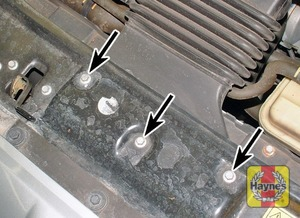 Illustration of step:  3a Locate the air intake duct where it is secured to the bonnet lock platform and remove these three bolts - step 4