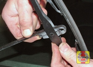 Illustration of step: 2 To remove a windscreen wiper blade, pull the arm fully away from the screen until it locks - step 2