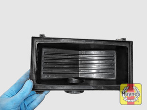 Illustration of step: View of the air filter cover - step 12