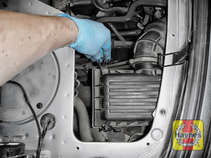 Illustration of step: Undo the four retaining clips on the air filter housing - step 8