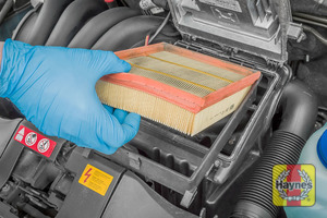 Illustration of step: Lift out the air filter - remove the air filter from the cartridge - step 4