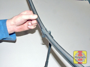 Illustration of step:  Position the blade at 90° to the arm - Front wiper blades - step 5