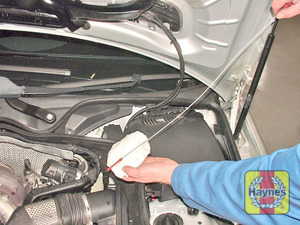 Illustration of step:  Withdraw the engine oil level dipstick  - Vehicles with an engine oil level dipstick - step 11