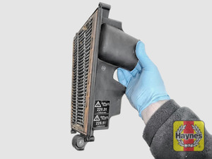 Illustration of step: Air filter in position - step 9