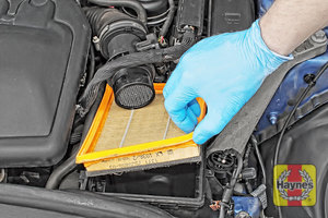 Illustration of step:  Now you can lift out the air filter - step 9