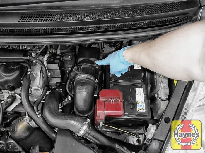 Mitsubishi Colt  2004 - 2009  1 5 Di-d - Air Filter Change