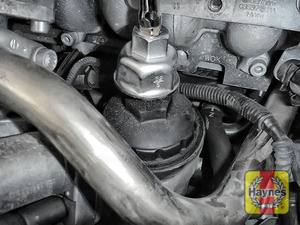 Illustration of step: Using a 32mm filter wrench socket, fit the tool securely onto the oil filter housing - step 6