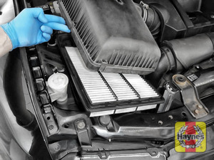Illustration of step:  Now lift out the air filter - step 4