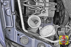 Illustration of step: Undo the filler cap - step 2