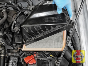 Illustration of step: Carefully lift the air filter box - step 3