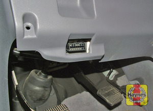 Illustration of step: The diagnostic plug is located in the lower edge of the drivers side of the fascia  - step 2
