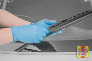 Illustration of step: Check the condition of the wiper blades - step 6