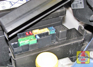 Illustration of step: Additional fuses are housed in a fusebox next to the battery - step 3