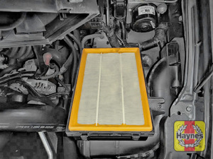 Illustration of step: The air filter in position - step 4
