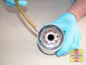 Illustration of step: Before fitting the new filter, smear the sealing ring of the oil filter with a thin film of fresh oil, which makes it easier to remove next time - step 4