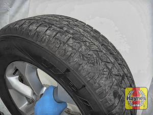 Illustration of step: Before refitting the tyres, take a look at the tyre tread - step 13