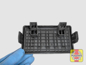Illustration of step: View of the air filter cover - step 3