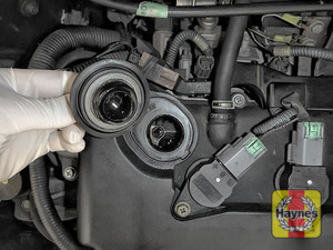 Illustration of step: To open the oil filler cap, turn it anticlockwise  - step 5