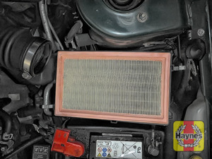 Illustration of step: The air filter in position - step 8