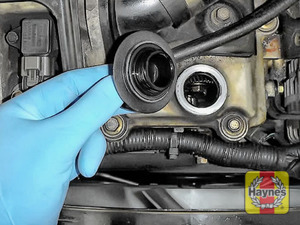 Illustration of step: To open the oil filler cap turn it anticlockwise  - step 5