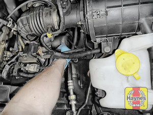 Illustration of step: General location of the oil filter - step 1