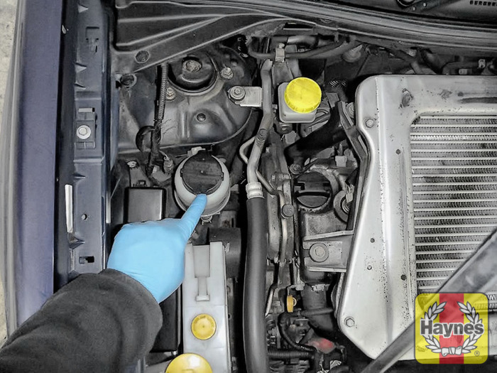 2000 nissan maxima power steering reservoir location
