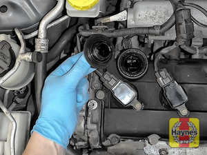 Illustration of step: To open the oil filler cap turn it anti-clockwise  - step 5