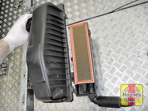 Illustration of step: Here is the air filter in position - step 8
