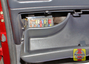Illustration of step: The main fuses are located in the fuseboxes situated in the facia in the passenger compartment - step 1