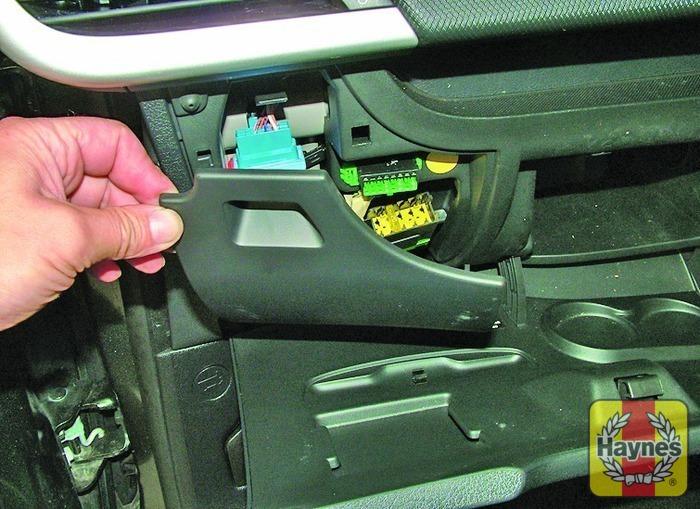 peugeot 207 2006 2009 1 4 hdi fusebox and diagnostic socket rh haynes com