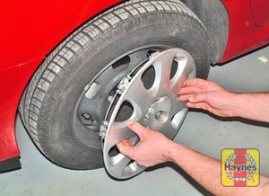 Illustration of step:  Where applicable (steel wheels), remove the wheel trim cover - step 4