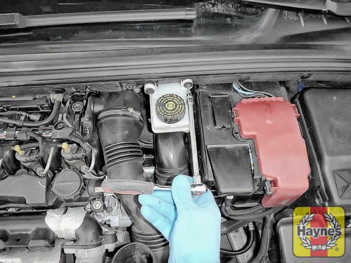 Peugeot 308  2007 - 2012  1 6 Hdi - Air Filter Change