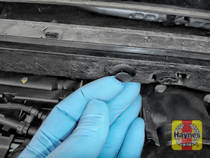 Illustration of step: Release the plastic retaining clips that hold the engine insulation - use a screwdriver - relocate insulation if required to gain access to air filter - step 10