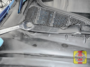 Illustration of step: Remove both wiper blade arms - use a 16mm spanner  - step 12