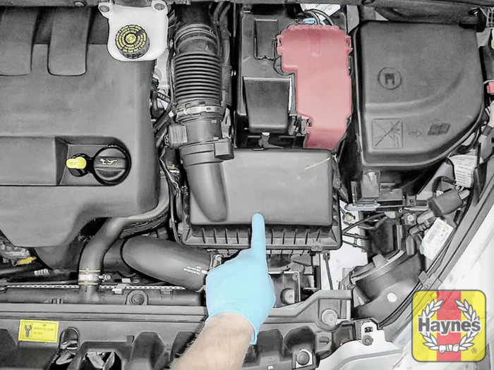 Peugeot 308 (2007 - 2012) 2.0 HDi - Air filter change ...